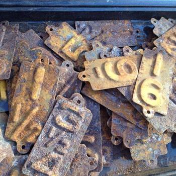 Please identify metal # plates.