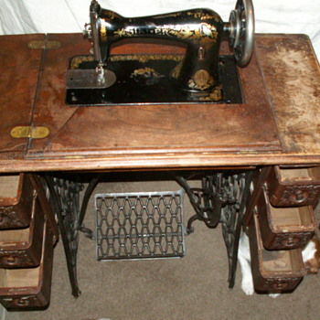 1887 Dated Singer Sewing Machine - Sewing