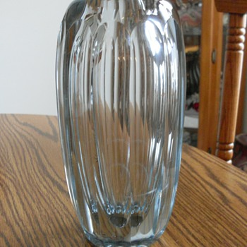NEED HELP WITH VASE PLEASE - Art Glass