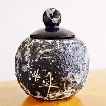 Helen Garriott EARTHRISE Jar MOON ASTRONAUT FOOTPRINTS Paid $2.99 /$$$ - Art Pottery
