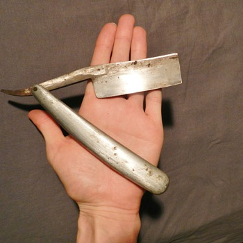 Unusual Gigantic Straight Razor w/ Leather Case - Total Mystery