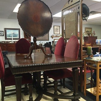 I'm trying to learn what era this table is from