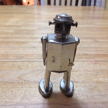 robot wind up  - Toys