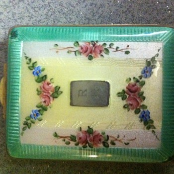 Enamel Compacts. - Accessories