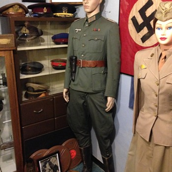 WWII German Army Medical Officer Tunic Set