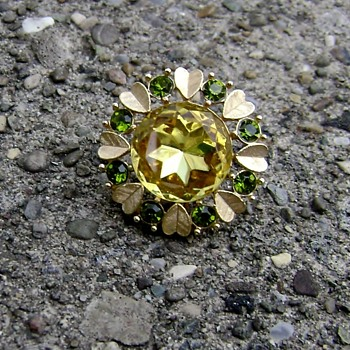Avon Brooch - Sun Brilliants - Costume Jewelry