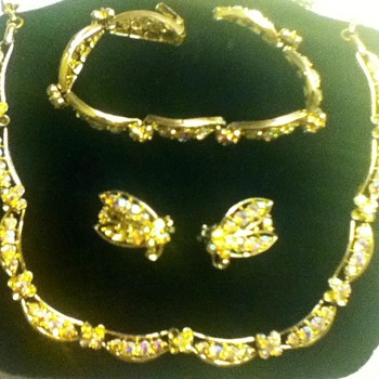 Vintage Necklace, Earring & Bracelet Set - Costume Jewelry