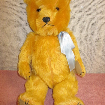 Can anyone identify this bear ?  - Dolls