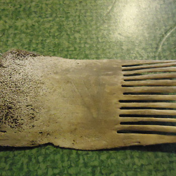 indian artifact,bone comb.