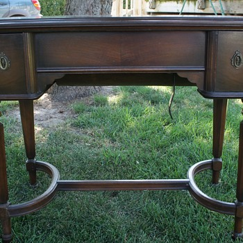 White Bronze 1926 Sewing Machine......Mt. Vernon Cabinet - Sewing
