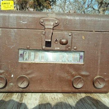CARRY CASE RADIO - Radios