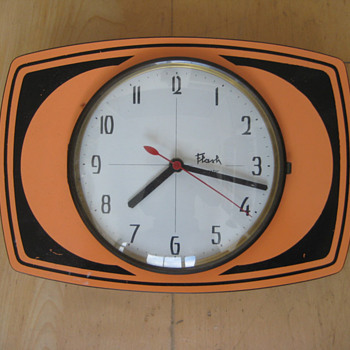 Vintage 60&#039;s or 70&#039;s French Flash transistor wall clock.  - Clocks
