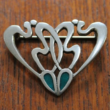 It's a brooch - otherwise, help is required!