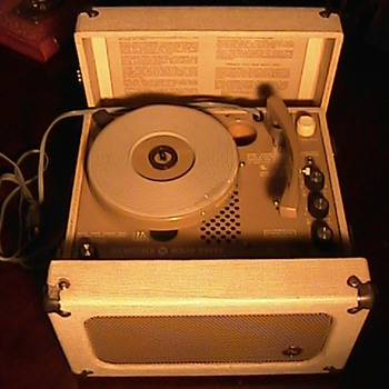 NEWCOMB '70's MODEL PS-69 PLAYER - Records