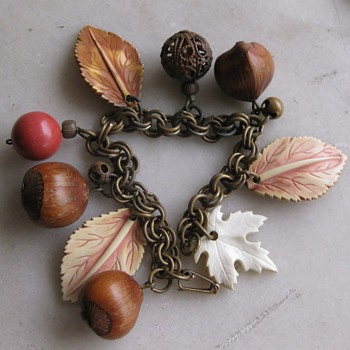 50's plastic leaves and seeds bracelet - Costume Jewelry