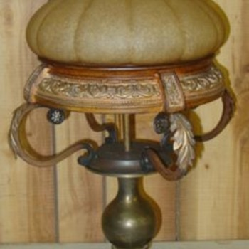 I found this at an Auction, anyone know what it is? - Lamps