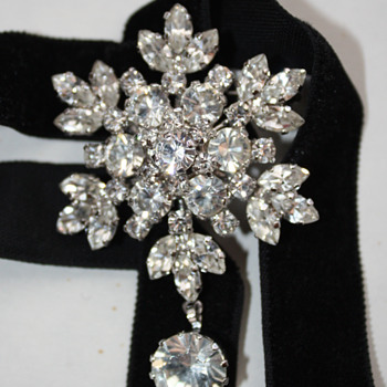 Star / snowflake brooch