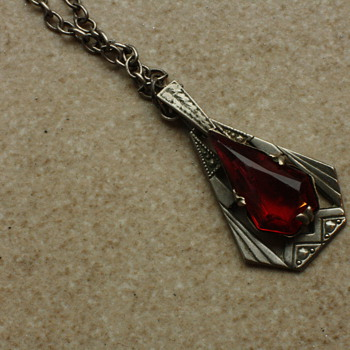 Art deco pendant with red stone - Costume Jewelry