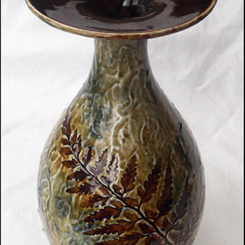 BEAUTIFUL  DOULTON FOLIAGE VASE FERNS - Art Pottery
