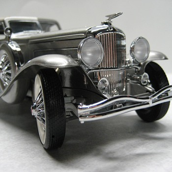 1933 Duesenberge SJ Die-cast Replica - Model Cars