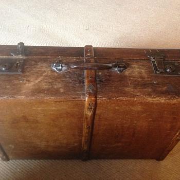ELPRA suitcase need Info!  - Bags