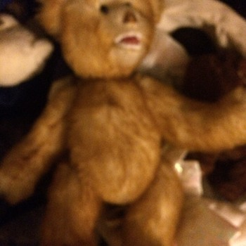 My orange, mohair, ugly ( but well loved teddy bear). Jointed, open mouth, teeth, signed on bottom right foot. Info ? - Animals