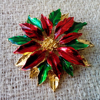 Gerry's Christmas PIN! Collectable Costume Jewelry. Gerry's is a wonderful