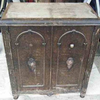 Small Victorian Cabinet What is it? - Furniture