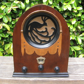 Rare Wood Jackson-Bell Peacock Tube Radio Model 62 from 1930