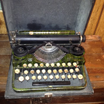 Underwood 1915? Standard Portable Typewriter in Green Faux Bois: Have questions! - Office