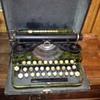 Underwood 1915? Standard Portable Typewriter in Green Faux Bois: Have questions!