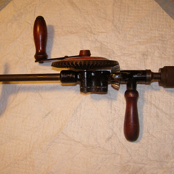 HAND DRILL-WITH 2 DIFFERANT GEARS-HIGH & LOW!VERY COOL - Tools and Hardware