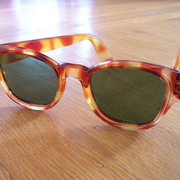 Vintage Sunglasses (1960&#039;s?) - Accessories