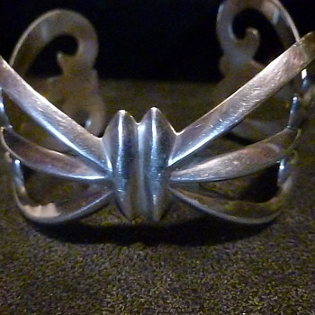I love this silver bracelet