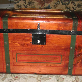 Small Stagecoach Trunk - Furniture