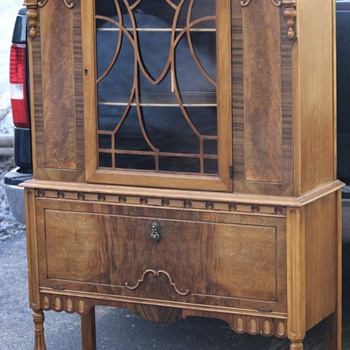 Old Round Top China Hutch - Furniture