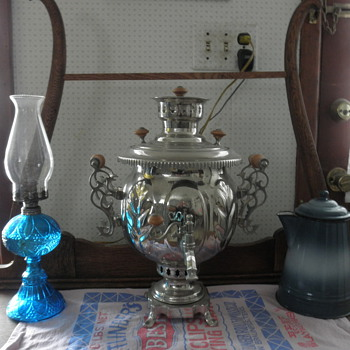 20th century samovar with vintage oil lamp and vintage enameled coffee pot - Kitchen