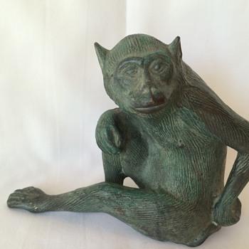 Bronze cast monkey - Animals