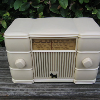 Art Deco Remler Scottie Dog Tube Radio Model 49 - Radios