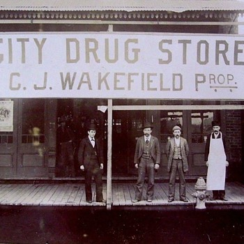 "VINTAGE PHOTO--- ""CITY DRUG STORE"". C.J. WAKEFIELD.PROP. - Photographs"