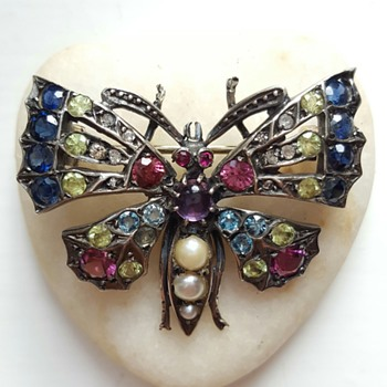 Victorian multicolor stones butterfly brooch. - Fine Jewelry