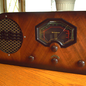 1937 CANDIAN WESTINGHOUSE MODEL 511 AM/SHORTWAVE RADIO - Radios