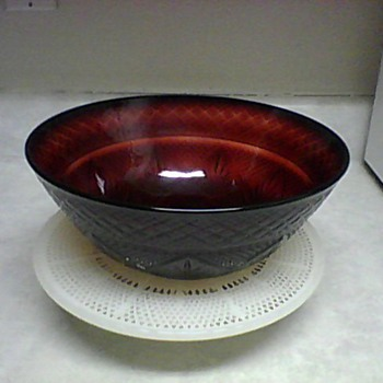 CRIS  D&#039; ARQUES DURAND RUBY RED BOWL