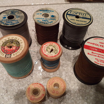 Vintage - Wooden Bobbins, Buttons & other stuff - Sewing