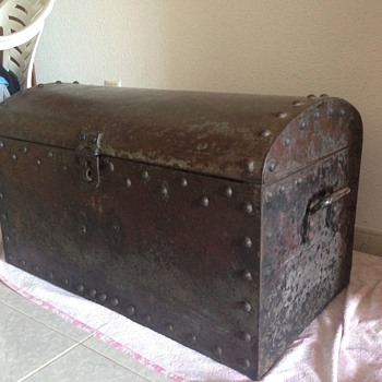 Metal chest - Military and Wartime