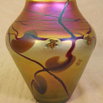 Early James Lundberg Vase (1976). - Art Glass