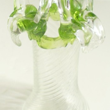 A STRANGE SMALL KRALIK PIECE - Art Glass