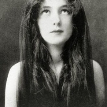 "Evelyn Nesbit,Showgirl, actress, model and model for ""The Gibson Girl"" it is said., Read her sordid scandal."