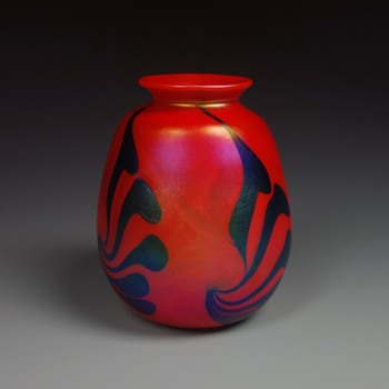 CHARLES LOTTON PULLED FEATHER MANDARIN RED VASE - Art Glass