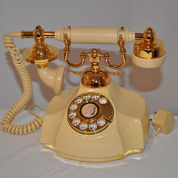 Western Electric French Rotary phone with Silhouette